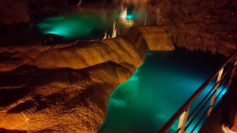 Gyoku Sendo Cave